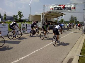 Lead peloton at the finish